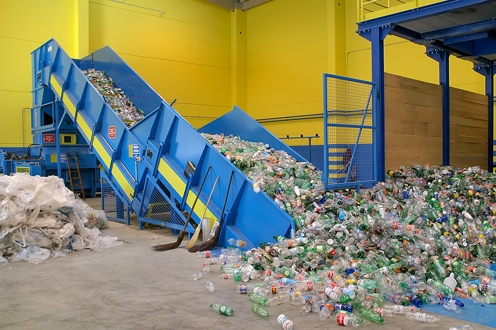 Plastic recycling press