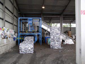 Preša za odpadne pločevinke in kovinske odrezke